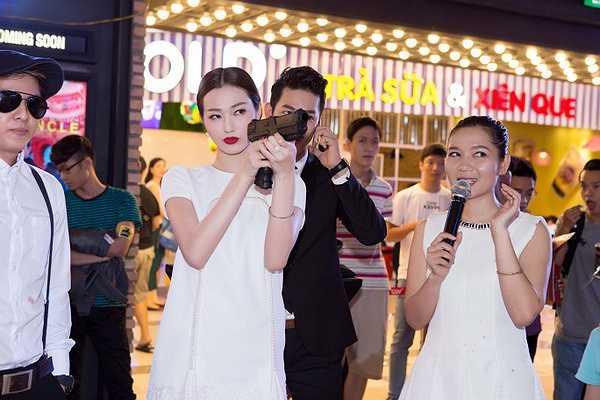Tham dự sự kiện này có khá nhiều doanh nhân và người đẹp nổi tiếng của showbiz.