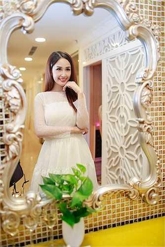 Cùng ngắm thêm những hình ảnh đẹp của Mai Phương Thuý: