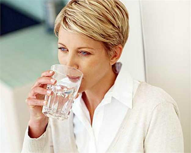 11. Khô miệng  Miệng khi không chỉ gây cảm giác khó chịu mà nó còn không tốt cho răng của bạn. Nước bọt rửa sạch vi khuẩn gây sâu răng và làm giảm các axit có hại.