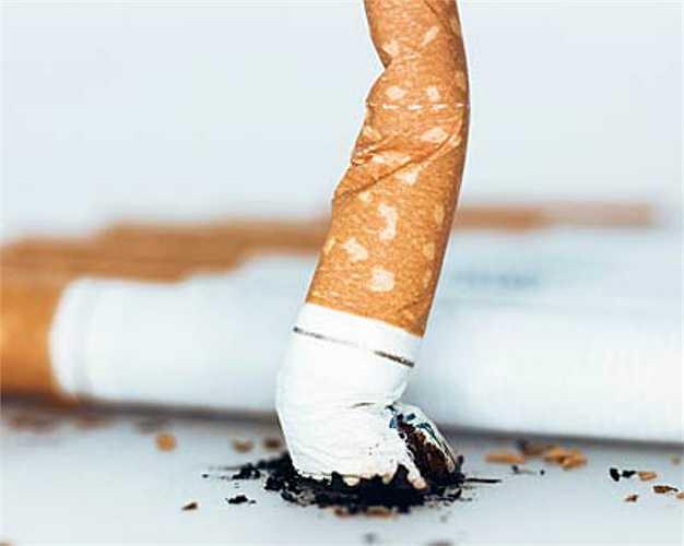 4. Thuốc lá  Ngoài việc làm vàng răng, viêm nướu, sâu răng, hút thuốc là còn gây ra nhiều tác hại khác như ung thư cổ họng, ung thư phổi.
