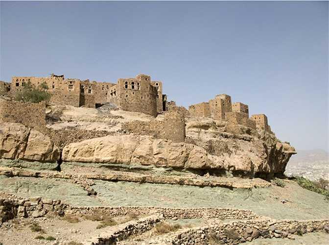 Al Hajjara, Yemen là thành phố hình thành từ thế kỷ 12 với những căn nhà được xây từ các tảng đá lớn