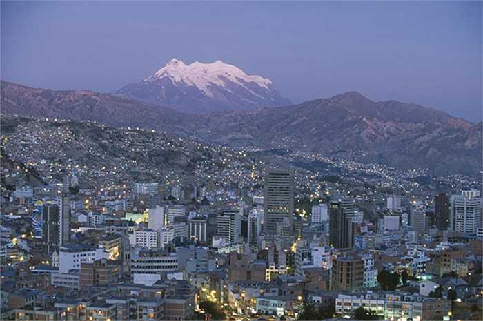La Paz, Bolivia nằm trên một địa thế khá cao, nơi đây có các cơ quan Chính phủ nước này. Cảnh quan thành phố rất hấp dẫn