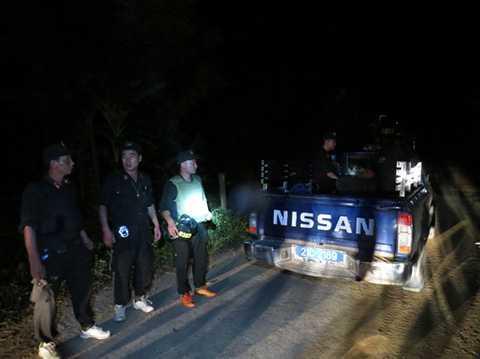 Trắng đêm truy tìm tung tích thủ phạm vụ thảm sát - Ảnh MINH QUANG