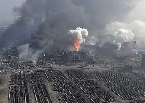 Theo báo cáo từ hiện trường, ít nhất 44 người thiệt mạng, trong đó có 12 lính cứu hỏa
