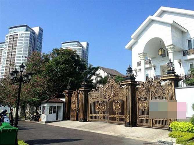 Ngôi biệt thự nhà chồng Hà Tăng (khu Thảo Điền, quận 2, TP HCM) nổi tiếng với thiết kế đẹp và đắt tiền.