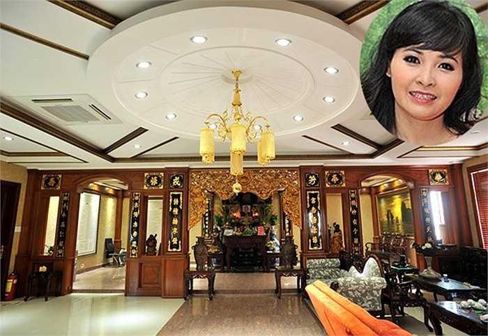 Trong số biệt thự của sao Việt nổi tiếng hoành tráng, cơ ngơi của ca sĩ Trang Nhung khiến nhiều người không khỏi ngưỡng mộ.