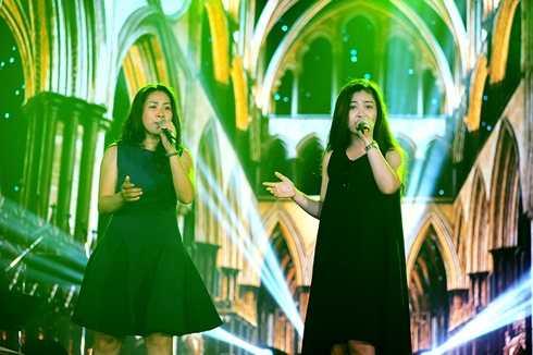 Hồng Vy và Dương Hoàng Yến là hai khách mời đặc biệt của đêm chung kết xếp hạng Sao Mai 2015