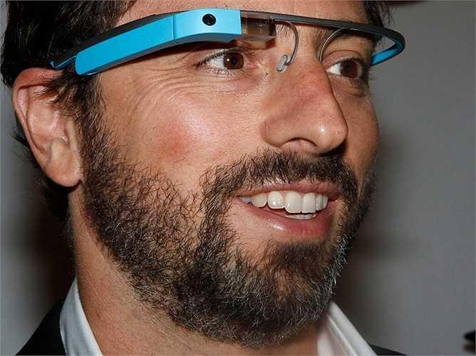 Trong thời gian dài, anh thường xuyên xuất hiện với kính Google Glass trên mặt. Theo New York Times, Brin chịu trách nhiệm lớn trong việc đưa kính Glass ra quá sớm, trước khi công chúng sẵn sàng đón nhận.