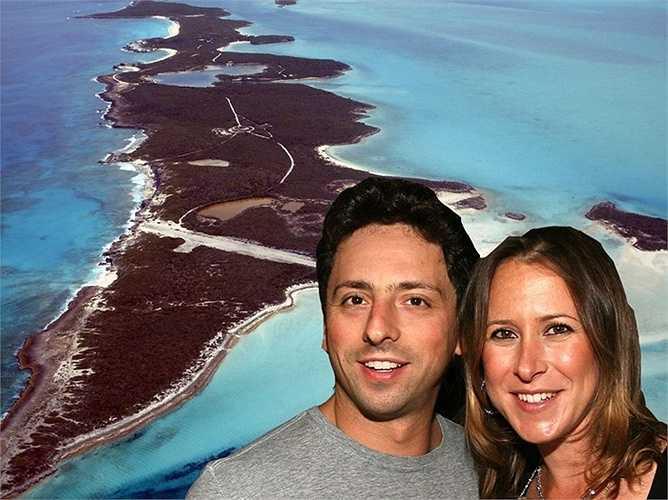Họ tổ chức đám cưới tại một địa điểm bí mật tại Bahamas và đều mặc trang phục lặn. Cặp vợ chồng sinh được 2 con.