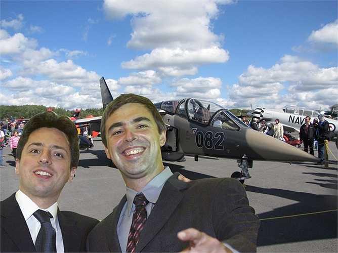 Tất nhiên, không phải tất cả tài sản của Brin đều dồn vào các tổ chức từ thiện. Năm 2011, anh, Page và Schmidt đã mua 8 chiếc phi cơ riêng. Brin còn sở hữu bất động sản tại New York và Los Altos.
