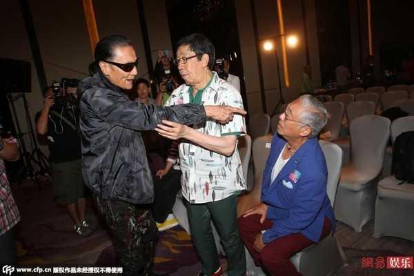 Tạ Hiền cãi nhau với đàn anh Tăng Giang.