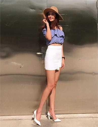 Với chiều cao 'khủng' - 1m85, không lạ khi hoa hậu Mai Phương Thúy cũng sở hữu đôi chân dài miên man (1m18)