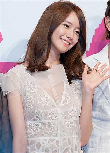 Nữ ca sỹ kiêm diễn viên YoonA luôn nằm trong danh sách bình chọn sao Hàn sở hữu vẻ đẹp tự nhiên.