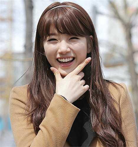 Nữ ca sỹ kiêm diễn viên Suzy - bạn gái Lee Min Ho - với nụ cười răng thỏ dễ thương.  (Nguồn: 24h)