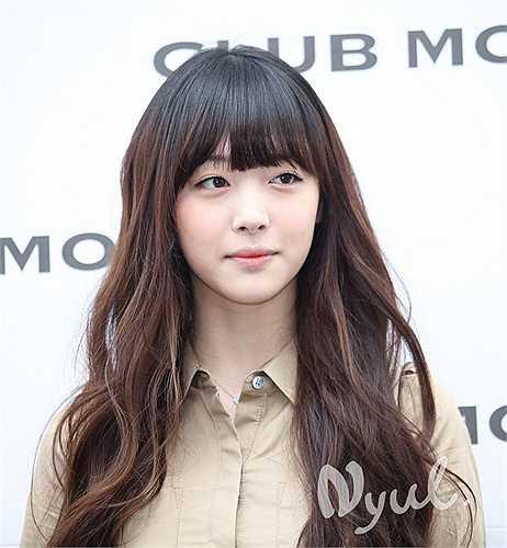 Nữ ca sỹSulli cựu thành viên nhóm F(x) đẹp ngây thơ trong sáng và cao 1m7.