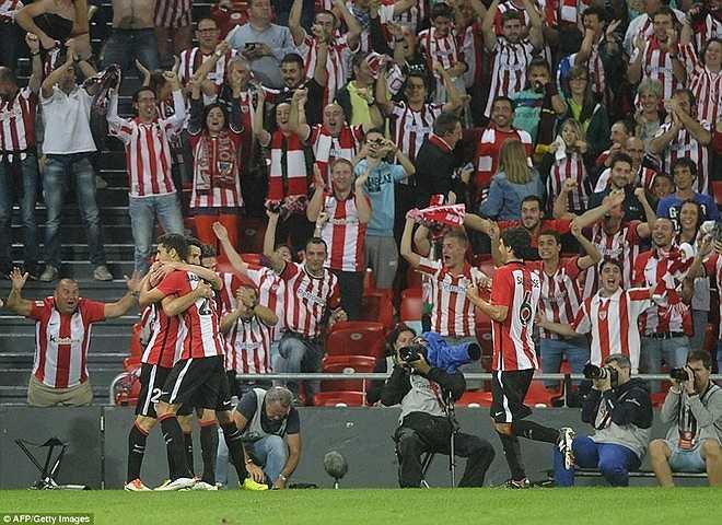 Sự phấn khích của người hâm mộ Athletic Bilbao sau khi đội nhà vươn lên dẫn trước nhà đương kim vô địch châu Âu với cách biệt bốn bàn sau hơn một giờ thi đấu.