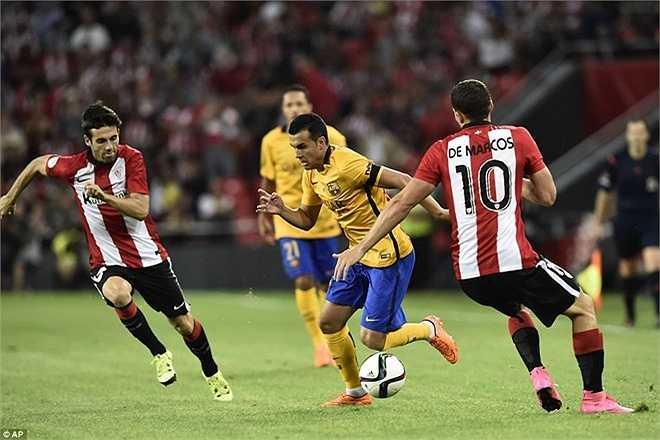 Pedro, người hùng trận tranh Siêu cúp châu Âu, bất lực trước hàng hậu vệ kỷ luật và bọc lót cho nhau rất tốt của đội bóng xứ Basque.