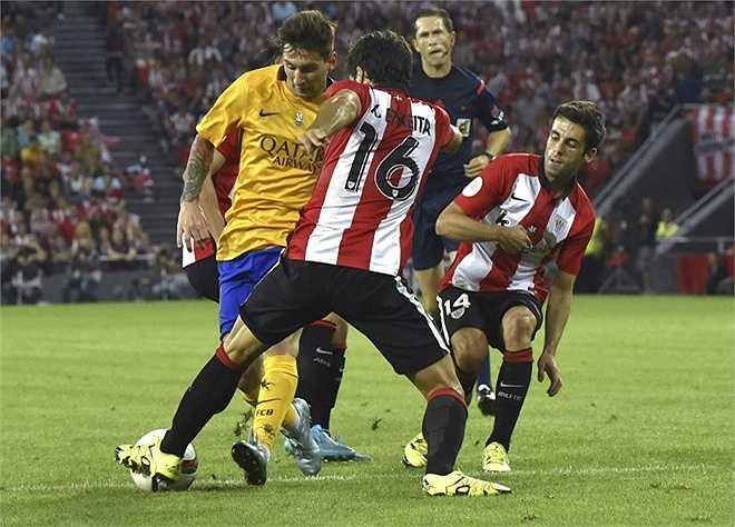 Nhận rõ độ nguy hiểm của Lionel Messi nên các cầu thủ Bilbao luôn dành cho siêu sao người Argentina sự chăm sóc đặc biệt.