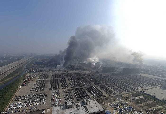 Hãng xe Volkswagen của Đức cho biết, hang ngàn chiếc xe của thương hiệu này đã bị phá hủy hoàn toàn sau vụ nổ. Theo thống kê của hãng xe Đức, có 1.065 chiếc, 391 chiếcBeetle , 257 chiếc Tiguan, 114 chiếc Golf và rất nhiều xe khác hoàn toàn bị phá hủy sau vụ nổ.
