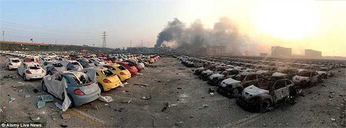 Hàng ngàn chiếc xe đã biến thành sắt vụn sau vụ nổ