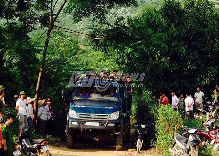 Ngay sau khi nhận được tin báo, công an tỉnh đã chỉ đạo các phòng nghiệp vụ phối hợp với Công an huyện Văn Yên và cơ quan chức năng tổ chức khám nghiệm hiện trường, khám nghiệm tử thi để điều tra làm rõ vụ việc.