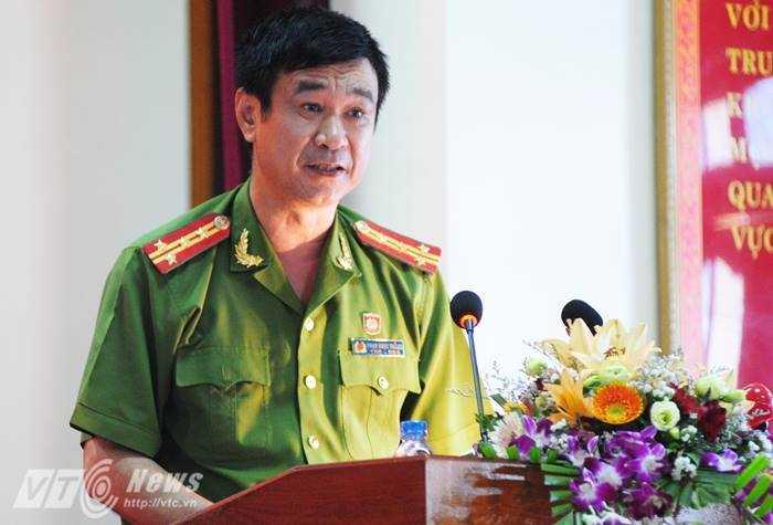 Đại tá Phạm Ngọc Thắng, Phó Giám đốc Công an tỉnh Yên Bái báo cáo kết quả điều tra bước đầu của vụ án.