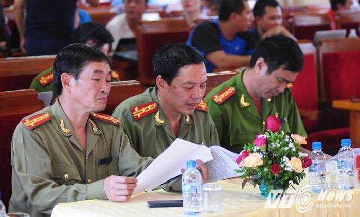Lãnh đạo Công an tỉnh Yên Bái kiểm tra báo cáo điều tra trước họp báo