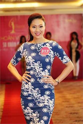 Lê Thị Diệu Ngọc sinh năm 1990 - thí sinh lớn nhất vòng sơ tuyển - từng thất bại ở một số cuộc thi nhan sắc bởi tính cách rụt rè. Cô gái 25 tuổi đang dần khắc phục nhược điểm để tự tin hơn tại Hoa hậu Hoàn vũ Việt Nam 2015.