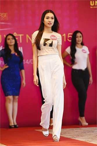 Đặng Thị Lệ Hằng là quán quân Elite Model Look 2014. Sự chuyên nghiệp của thí sinh được giám khảo chú ý ngay từ vòng sơ tuyển phía Nam của Miss Universe Vietnam 2015. Nữ thí sinh bày tỏ: 'Tôi là người không sợ thể hiện bản thân. Tôi có vẻ bề ngoài hiền lành, nhưng bên trong mạnh mẽ, dữ dội'.