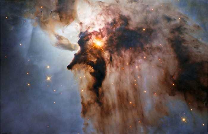 Bức ảnh mới do kính thiên văn không gian Hubble ghi lại cho thấy vùng trung tâm của tinh vân Lagoon (tinh vân đầm nước)