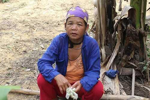"""Chị Hồ Khâm, người phụ nữ 8 lần vượt cạn ở ngoài bờ suối và sau đó 4 đứa con đã """"về với núi rừng"""" vì quá yếu. Ảnh: Thiện Lương"""