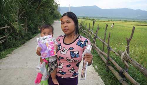 Hủ tục bị đẩy lùi, những phụ nữ sau này không còn phải ra suối sinh con nữa, sức khỏe của sản phụ và trẻ sơ sinh được đảm bảo hơn nhờ sự chăm sóc của bộ đội BP. Ảnh: Duy Tuấn