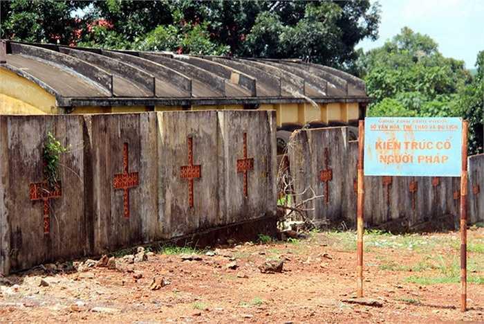 Năm 1972, huyện Lộc Ninh được giải phóng, chính quyền tiếp quản đổi tên bệnh viện thành Lộc Ninh, đưa vào sử dụng theo mô hình quân - dân y kết hợp, là điểm cứu thương, khám chữa bệnh cho lực lượng vũ trang, kiều bào Campuchia về lánh nạn diệt chủng Pol Pot trong chiến tranh biên giới Tây Nam.