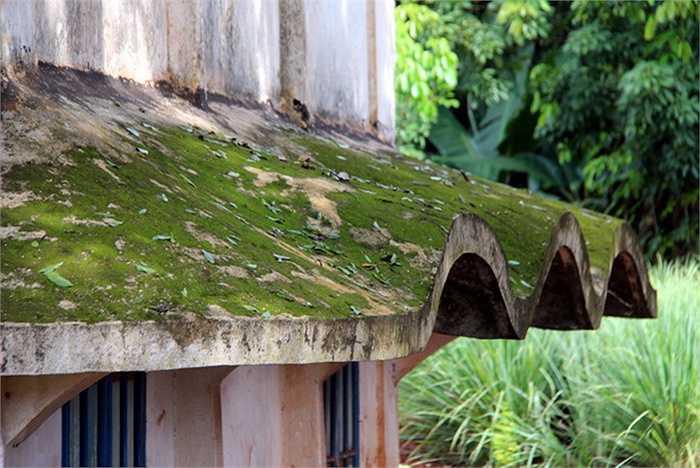 Với kiến trúc nhà mái vòm được thiết kế khoa học, quy hoạch chi tiết, hợp lý, di tích Bệnh viện Lộc Ninh ngoài giá trị lịch sử còn giá trị nghệ thuật cao. Trải qua gần một thế kỷ tồn tại, mái vòm phủ rêu xanh.