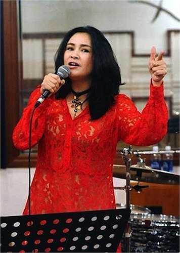 Thanh Lam rất thích ren và liên tục mặc lại tại nhiều sự kiện cũng như khi đi biểu diễn.