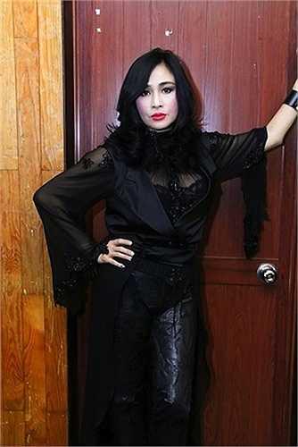 Thanh Lam bí ẩn trong sắc đen.