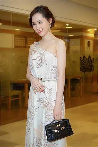 Ngắm Á hậu trang sức Thái Như Ngọc xinh đẹp tại sự kiện.