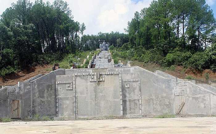 Công trình do UBND huyện Vũ Quang làm chủ đầu tư; Công ty cổ phần xây dựng 26/3 thi công. Theo dự kiến, sau 1 năm xây dựng (năm 2010), công trình này sẽ hoàn thành...