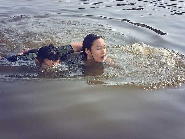 Với Quốc Thái, Lã Thanh Huyền có nhiều kỷ niệm nhất trong thời gian quay phim vào mùa đông 2014 tại Hòa Bình. Ở những phân đoạn chiến tranh với bom đam, đạo diễn muốn có thước phim chân thực nên yêu cầu 2 diễn viên ghi hình ở ngay gần chỗ bom nổ