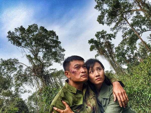 Cả hai đều sợ sệt, nhưng vì có kinh nghiệm đóng phim chiến tranh trước đó nên Quốc Thái luôn động viên, xoa dịu tinh thần cho Lã Thanh Huyền.