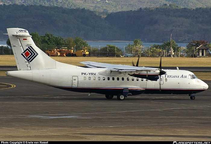 Có 3 dòng ATR 42 là ATR 42-300, ATR 42-320 và ATR 42-500. Máy bay này có 2 động cơ tua bin cánh quạt