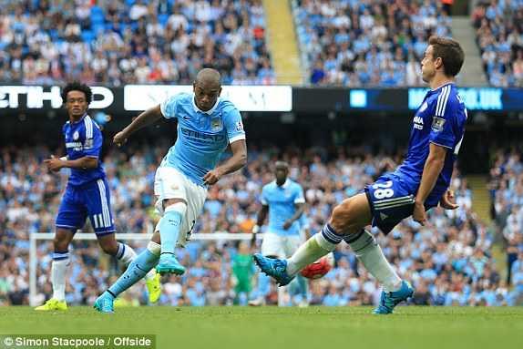 Fernandinho ghi bàn thứ 3 cho Man City