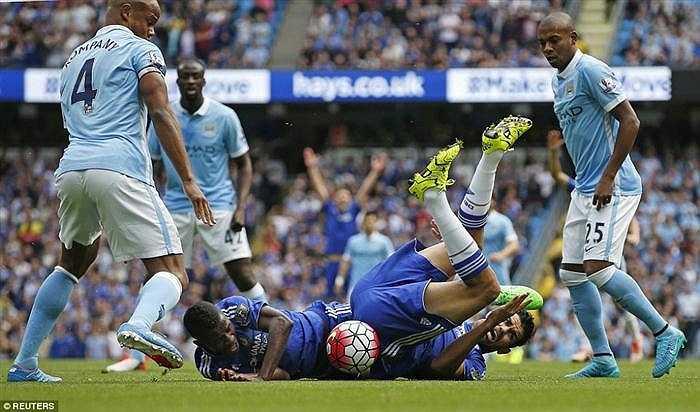 Các cầu thủ Chelsea đã gục ngã hoàn toàn trước Man City