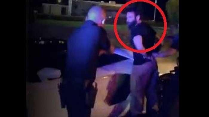 Cuối năm 2014, Dan Bilzerian lại gặp rắc rối với Luật pháp khi anh bị tạm giữ do mang trong mình những thiết bị chế tạo bom khi check-in ở Sân bay Quốc tế Los Angeles.