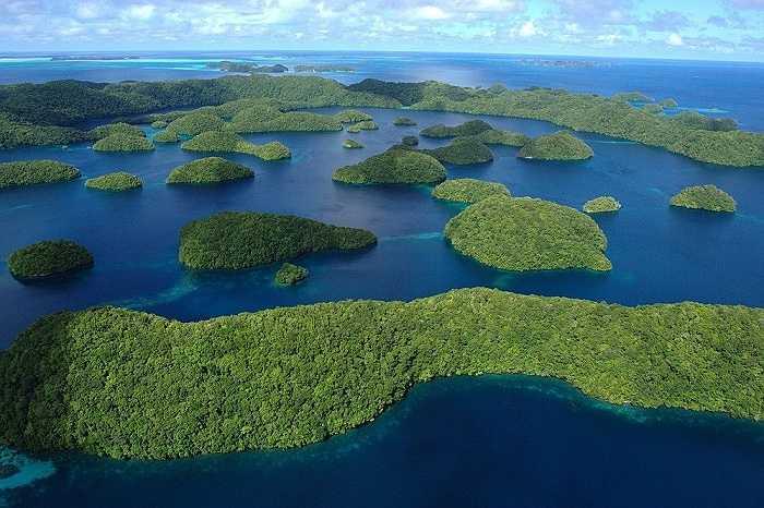 Quần đảo Rock ở Palau với khoảng 250 đến 445 đảo sản hô trên diện tích 47km2, từng được công nhận là Di sản thế giới năm 2012