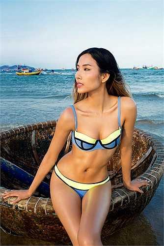 Hoàng Thùy: Thời kỳ mới đăng quang Vietnam's Next Top Model, Hoàng Thùy có thân hình khá 'cò hương', gày gò. Tuy nhiên, gần đây, cô đã xuất hiện với những hình ảnh mới căng tràn sức sống. Để tăng cân mà vẫn giữ được vẻ đẹp thể thao, khỏe khoắn với số đo 3 vòng đạt chuẩn, Hoàng Thùy rất chăm chỉ tới phòng tập gym. Cô cũng gắn bó với bộ môn múa cột để giữ dáng.