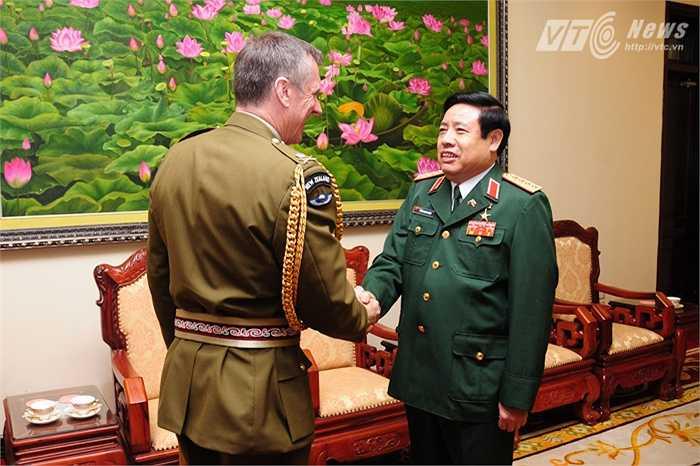 Đại tướng Phùng Quang Thanh đón Trung tướng Tim Keating, Tư lệnh lực lượng Quốc phòng New Zealand