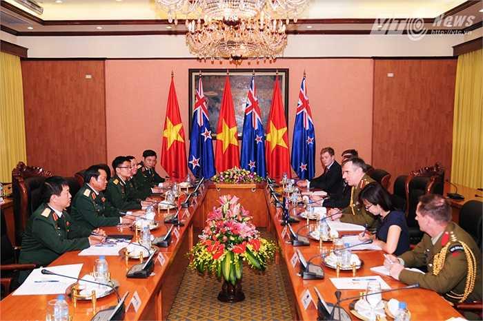 Hội đàm giữa đoàn đại biểu quân sự New Zealand và đoàn Việt Nam