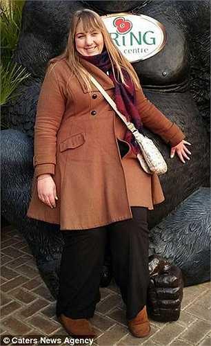 Victoria Burnham (35 tuổi) sống tại Bridlington, East Yorkshire (Anh) từng nặng 150kg. Sau đó, cô đã quyết tâm giảm cân bằng cách chỉ ăn cà rốt và một loại thạch chứa ít calories.