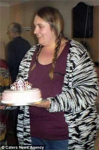 'Lúc mới bắt đầu tôi chỉ định giảm một ít cân nặng đi thôi, nhưng dần dần tôi hoàn toàn bị cuốn vào công cuộc giảm cân này. Lúc đầu, tôi chỉ bỏ ăn sáng, rồi dần dần tôi cắt giảm thêm lượng thức ăn nạp vào cơ thể cho tới khi chỉ ăn toàn cà rốt sống và vài miếng thạch mỗi ngày', Victoria chia sẻ.
